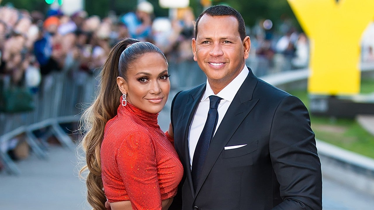 Jennifer Lopez And Fiance Alex Rodriguez Pose For Adorable Pics With Their Kids For Labor Day Celebration!