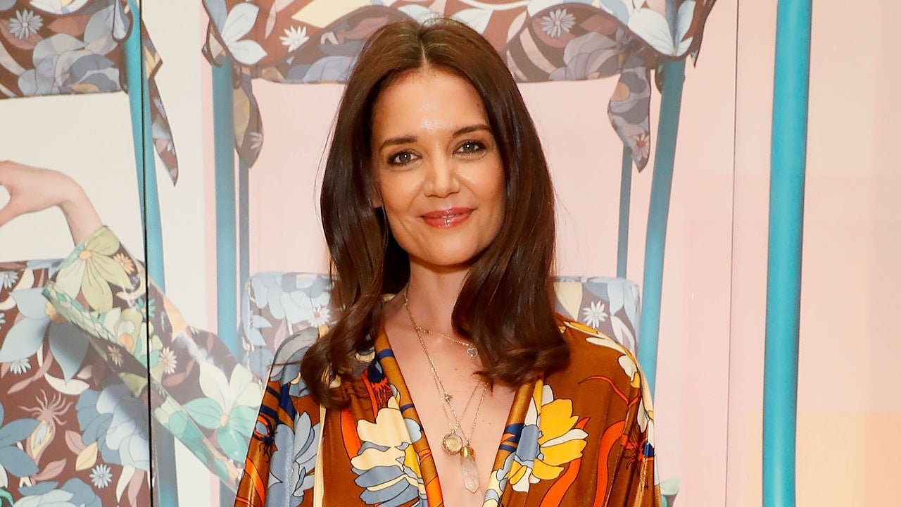 Katie Holmes And New BF Emilio Vitolo Spotted Packing The PDA At Restaurant!