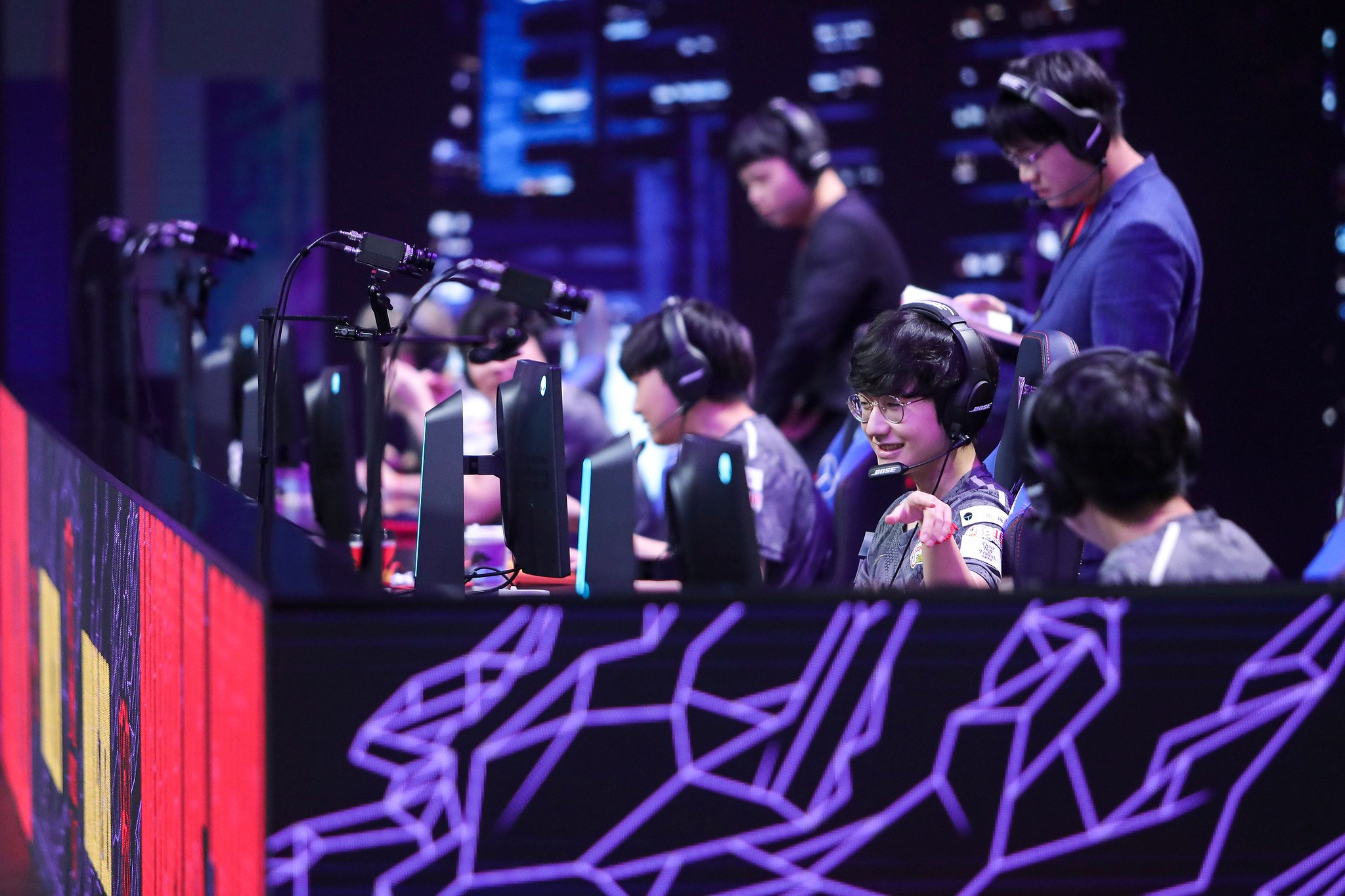 League Of Legends World Championship 2020 Play-In Stage Day Five: Rainbow7 Vs LGD Gaming